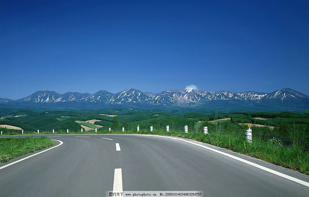 道路 山 绿色的山 高速公路 自然景观 其他 摄影图库 350dpi jpg