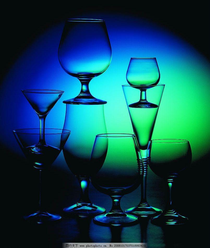 玻璃制品 漂亮玻璃杯 高脚杯 生活百科 生活素材 摄影图库 72dpi jpg