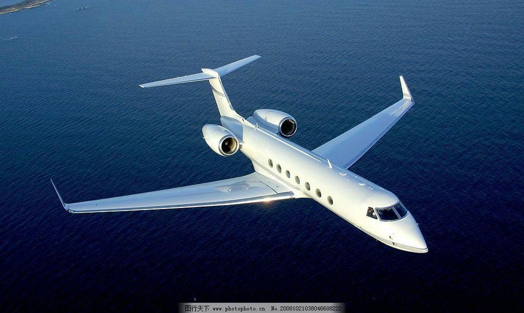白色飞机图片