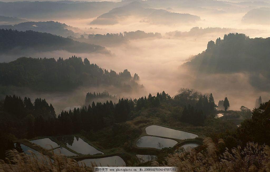 设计图库 自然景观 自然风景  远山云雾黄昏 远山 高山 秀丽 雄奇