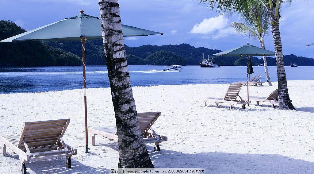 海滩 椰树 轮船 远山 蓝天 白云 沙滩椅 遮阳伞 旅游摄影 自然风景 摄