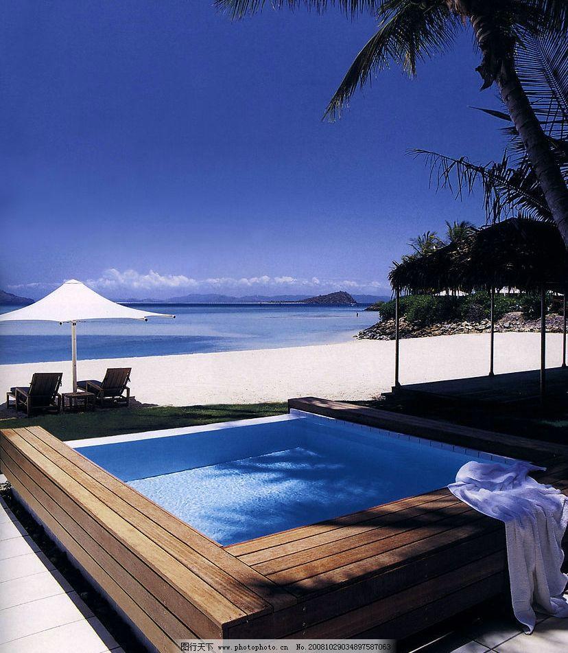 海景沙滩 旅游休闲 游泳池 躺椅 大海 天空 耶树 木板凳 自然风景图