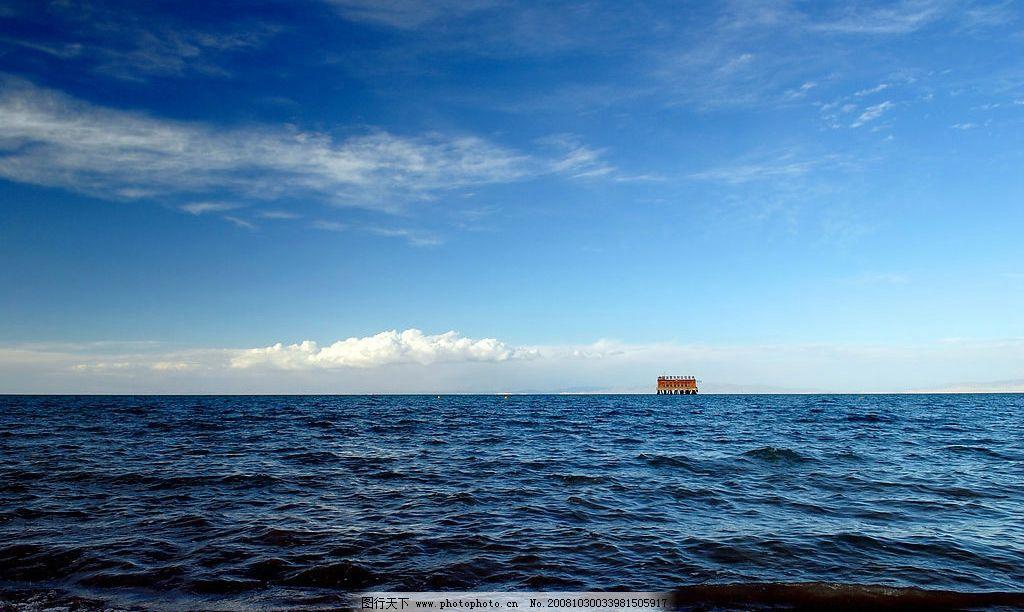青海湖风光 水 大海 房子 蓝天 白云 旅游摄影 国内旅游 摄影图库