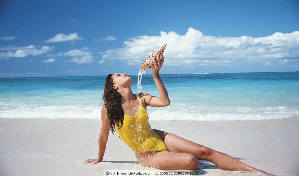 沙滩美女 沙滩 美女 海浪 蓝天 比基尼 旅游摄影 国外旅游 摄影图库 3