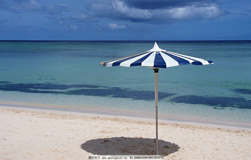 海滩 太阳伞 蓝天 自然景观 自然风景 摄影图库 350dpi jpg