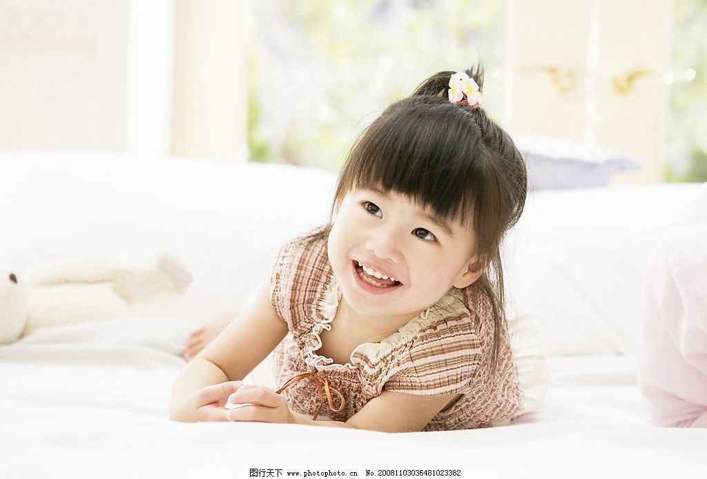 纯真儿童 可爱的小女孩