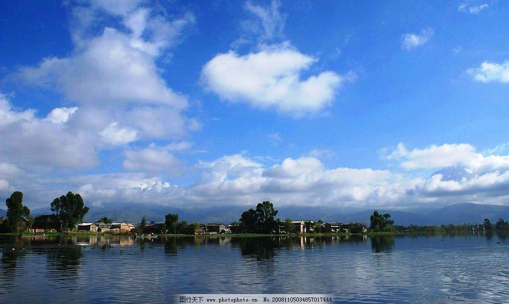 山水 青山 乡村 蓝天白云 风景 优雅 湖水 景色 湖泊 摄影图库