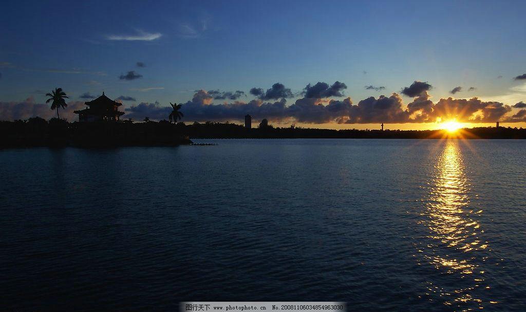 夜晚 早晨 阳光 早晨的太阳 海边 蓝天白云 树 亭 自然景观 自然风景
