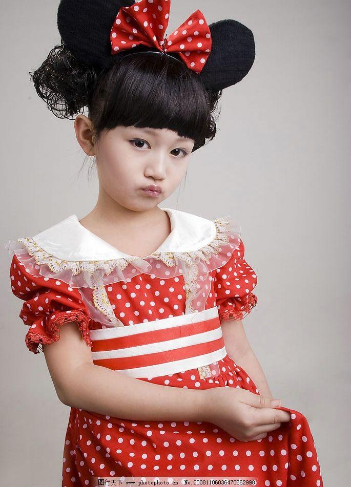 女孩 儿童摄影 可爱的小女孩 米奇 红裙子 可爱 撅嘴 人物图库 儿童幼
