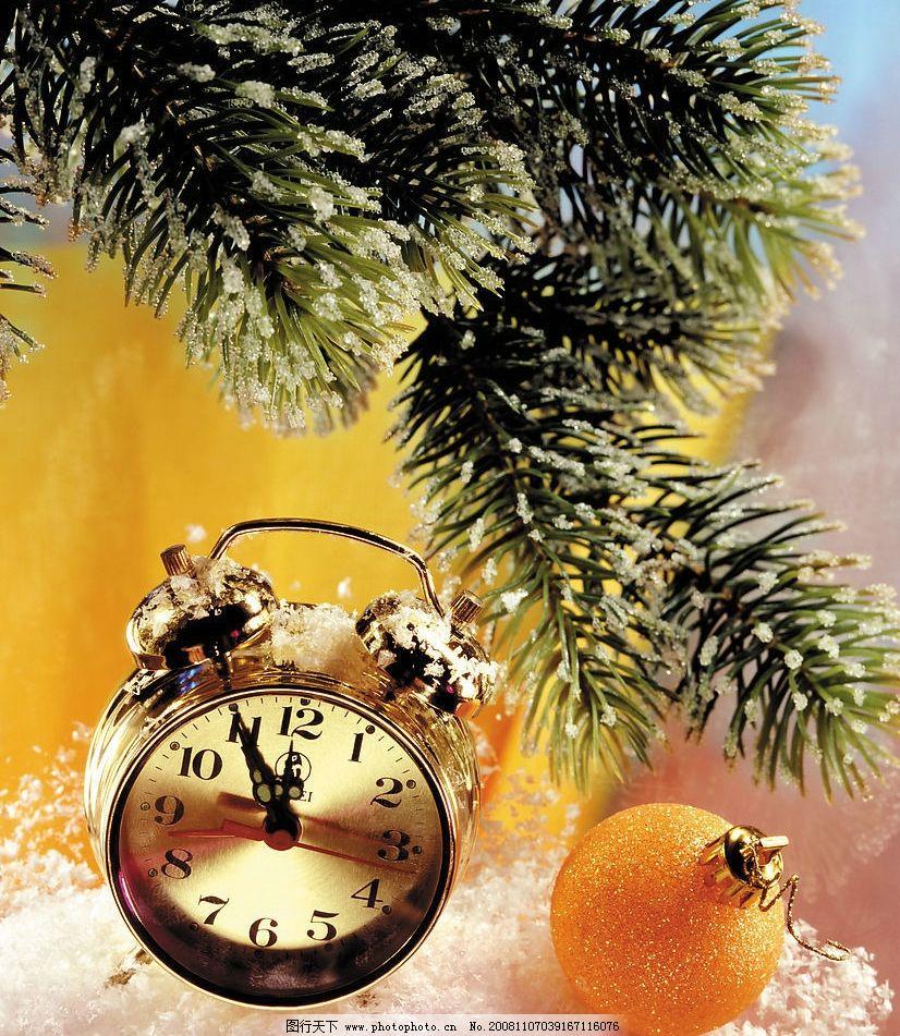 圣诞装饰品 圣诞礼物 钟 雪花 松枝 旅游摄影 自然风景 摄影图库