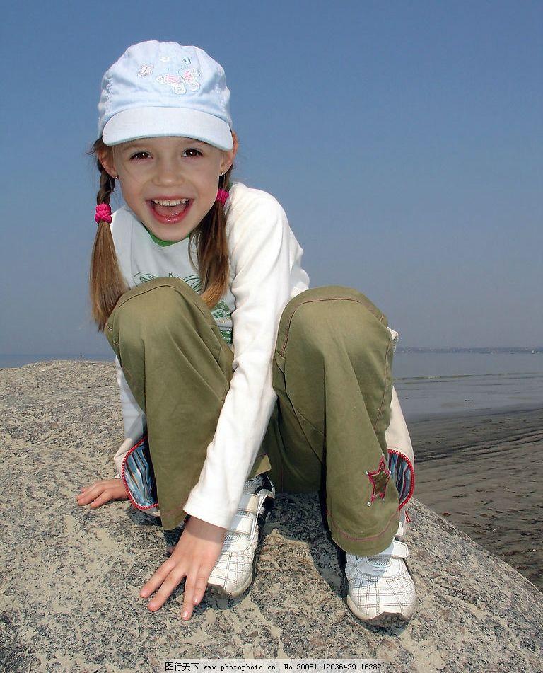 快乐儿童 女孩 大海 孩子 人物图库 儿童幼儿 摄影图库 300dpi jpg