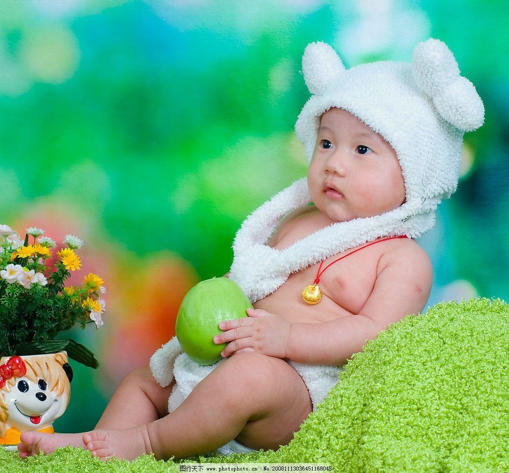 儿童摄影 可爱的小宝宝 婴儿 可爱 欢笑 开心 绵羊 艺术照 人物图库