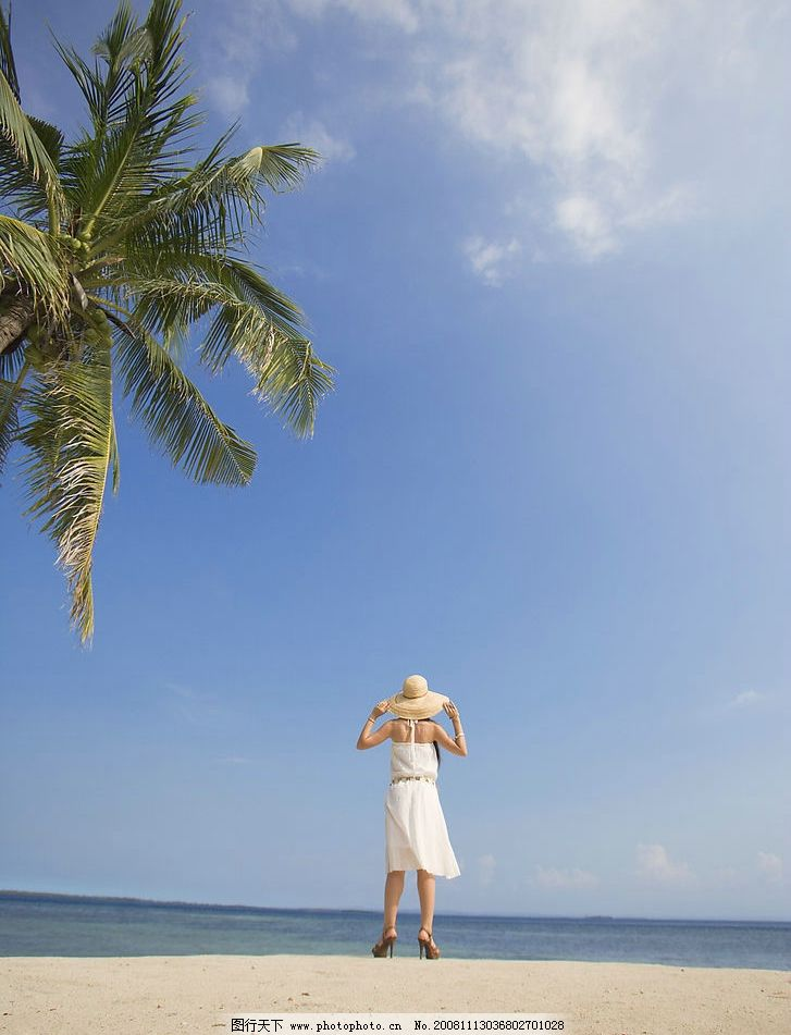 蓝天下的美女 蓝天白云 椰树 海洋 沙滩 美女 太阳帽 人物图库 女性