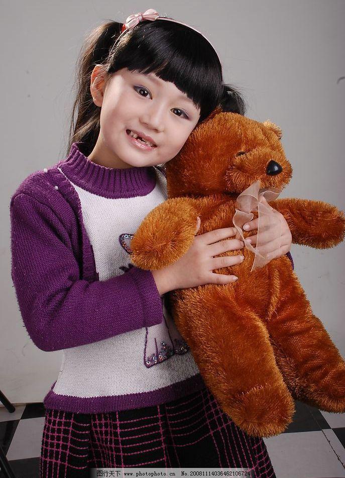 女孩子图片,儿童摄影 可爱的小女孩 紫裙子 小熊 长