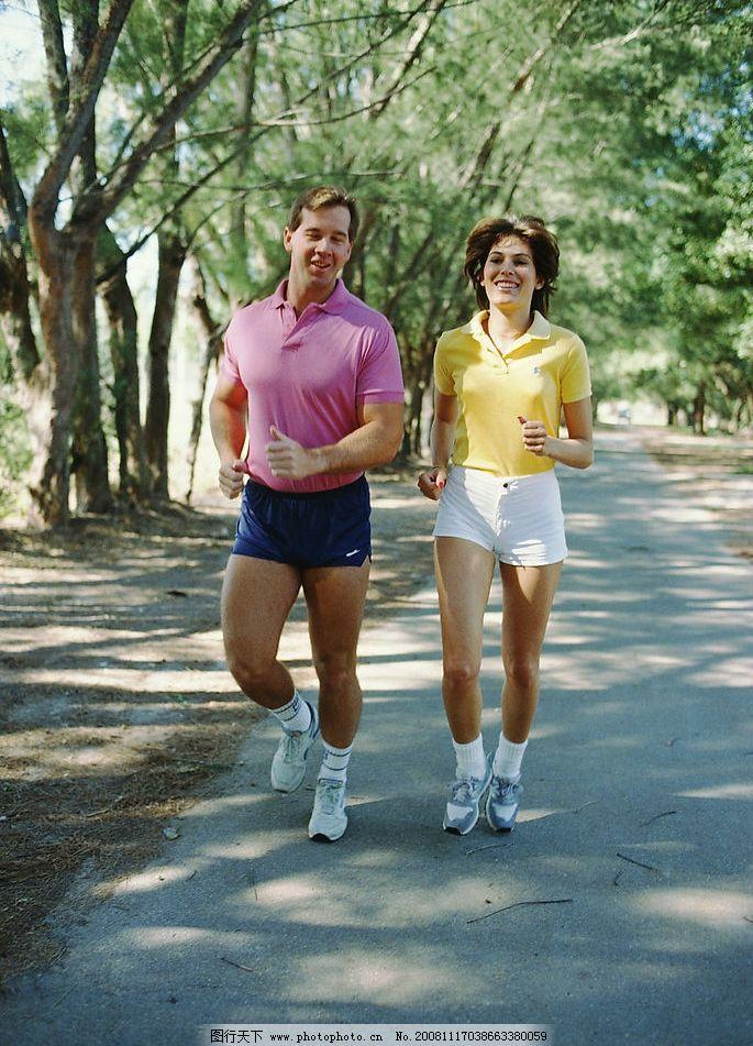 我是男的 我想跑步身体健康 天气冷啊 早上跑步好还是晚上跑步好