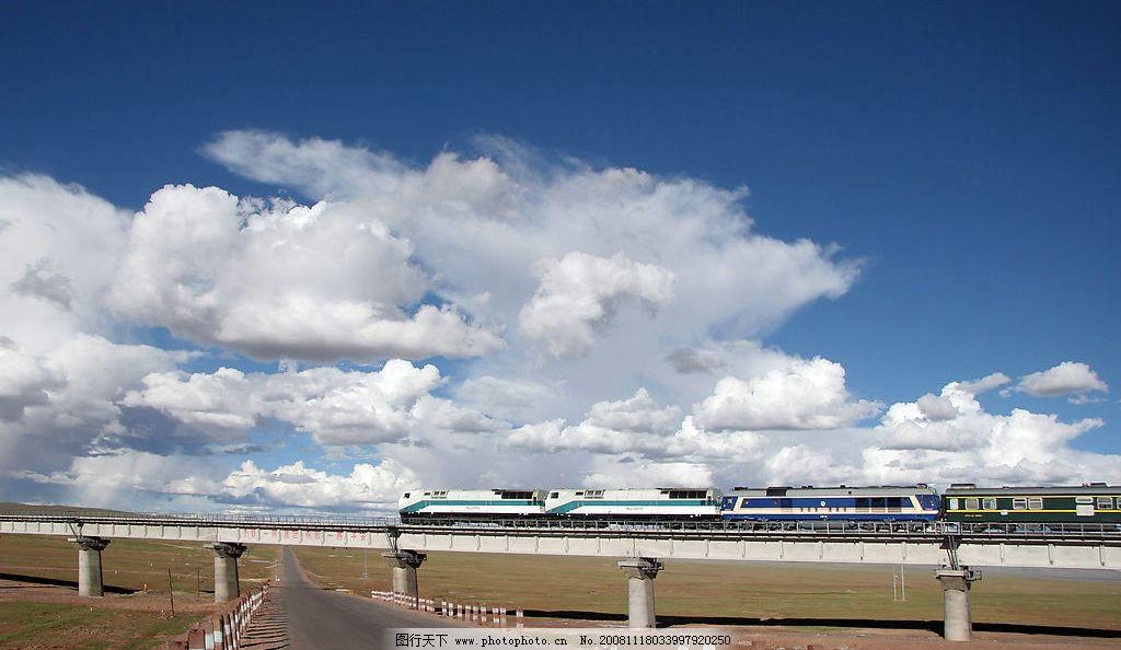 西藏风光 火车 铁路 桥 蓝天白山 旅游摄影 国内旅游 摄影图库 300dpi
