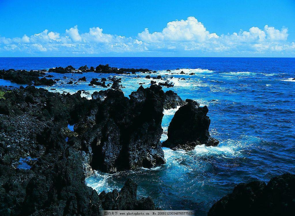 自然风景 自然景观 大海 蓝天 白云 礁石 海浪 水天相接 清晰 摄影