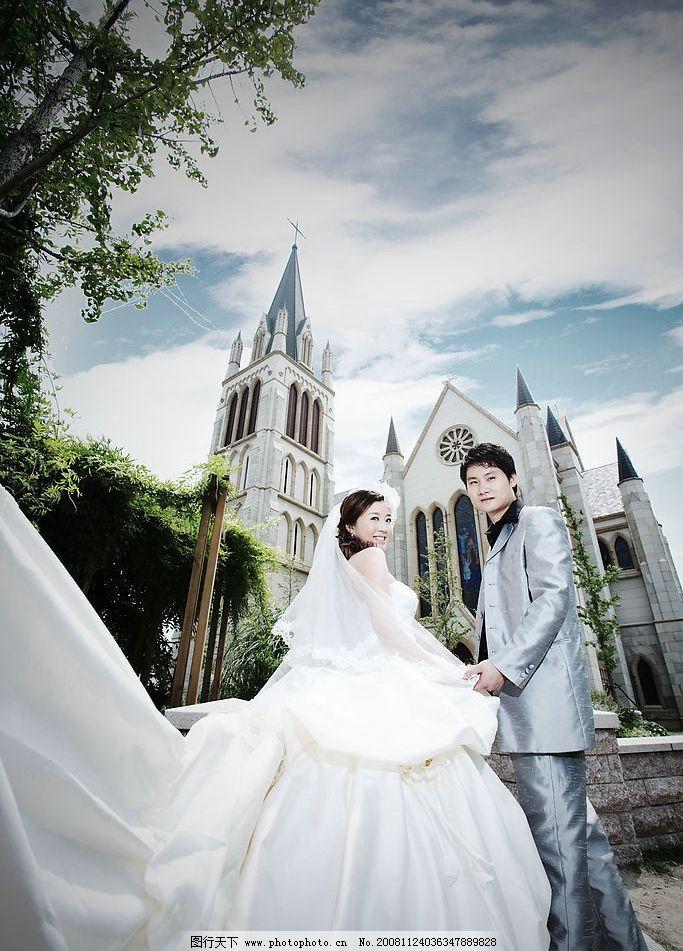 教堂外景婚纱照 结婚照 婚纱照 情侣 大长托婚纱 欧式教堂 外景照
