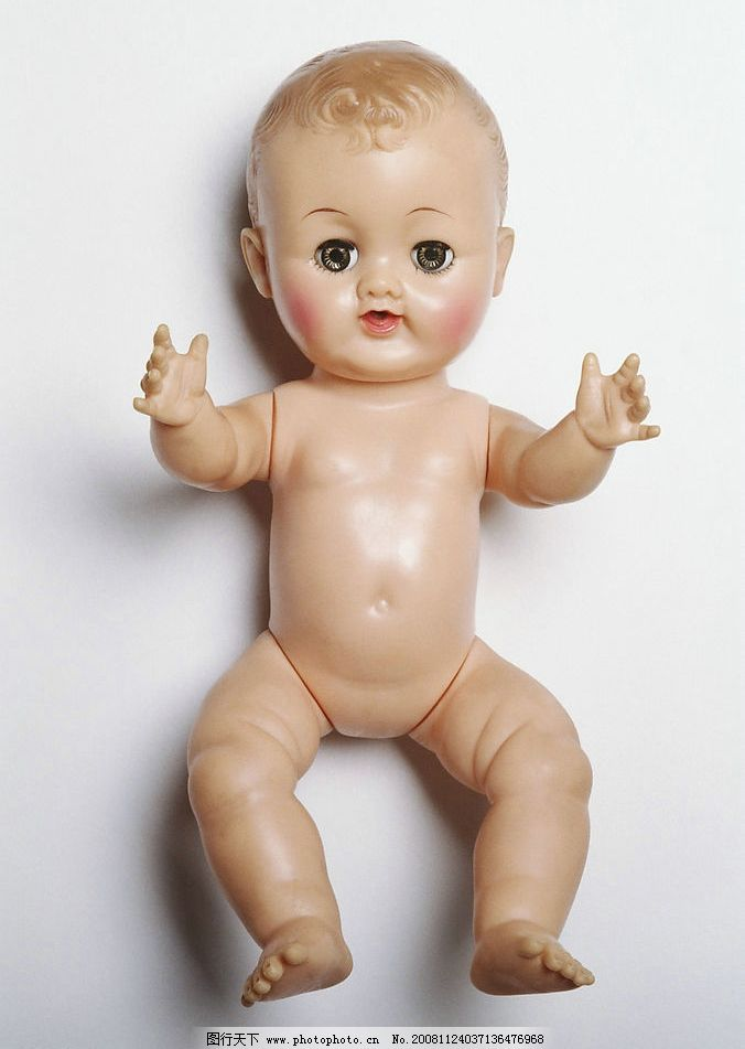 娃娃 玩具 塑料 四肢 抱 儿童 生活百科 娱乐休闲 摄影图库 300dpi