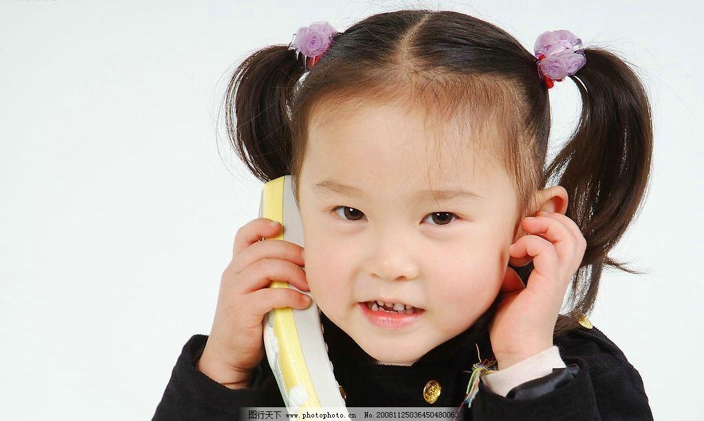 璐楠 小女孩 女孩 儿童 打电话 辫子 微笑 可爱 人物图库 儿童幼儿
