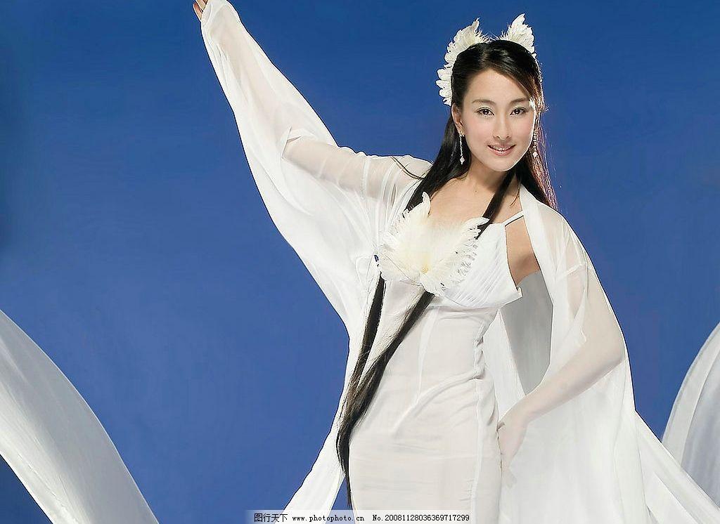 古装美女马苏6 古装 古典 红衣 美若天仙 武装 武打 舞剑 剧照 美女