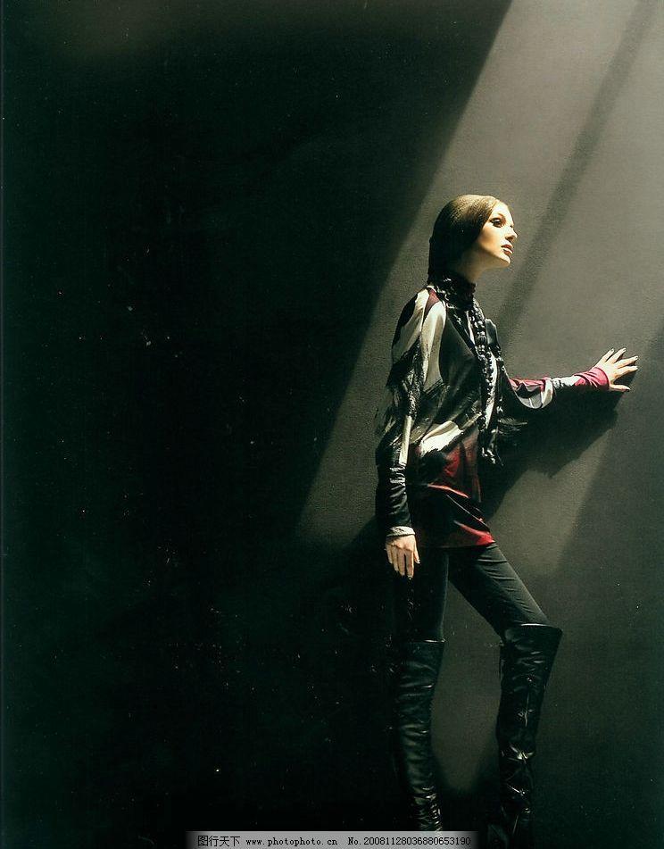 黑色背景下的女装图片 人物图库 女性女人 摄影图库 400dpi jpg
