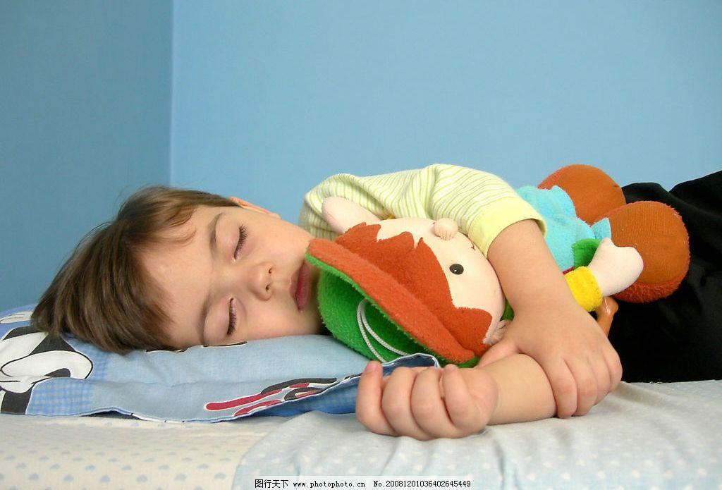 睡觉的小孩手绘