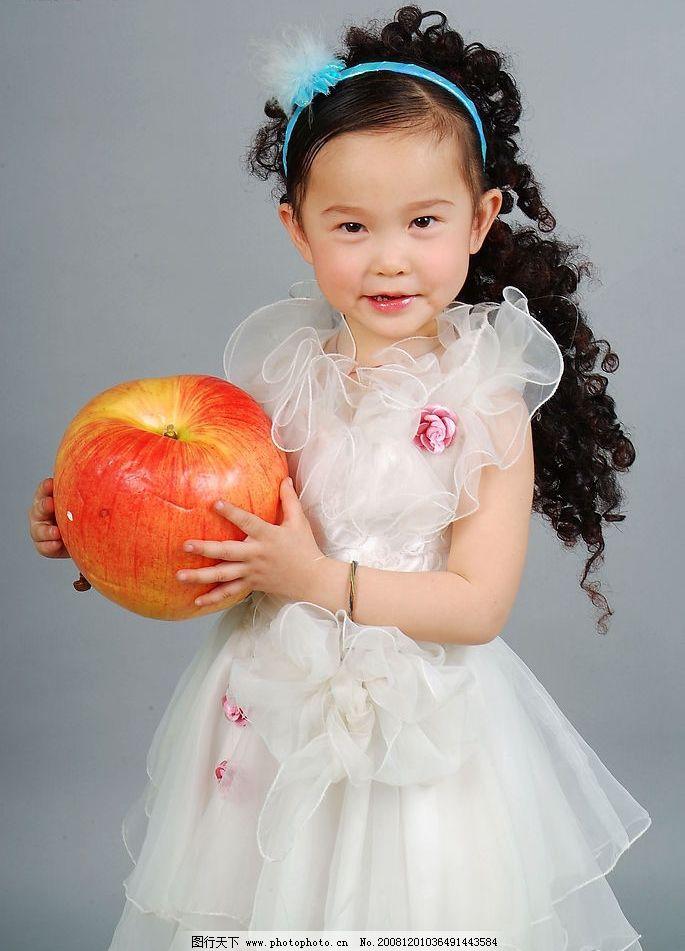 璐楠 小女孩 儿童 微笑 可爱 礼服 孩子 洋娃娃 小公主 苹果