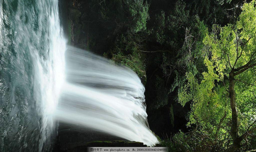瀑布小溪 瀑布 小溪 树林 石头 自然景观 山水风景 摄影图库 300dpi