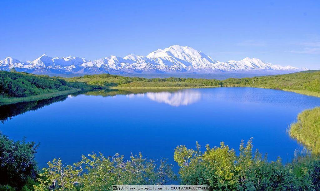 雪山湖泊 雪山 湖泊 倒影 蓝天 白云 绿树 自然景观 自然风景 摄影