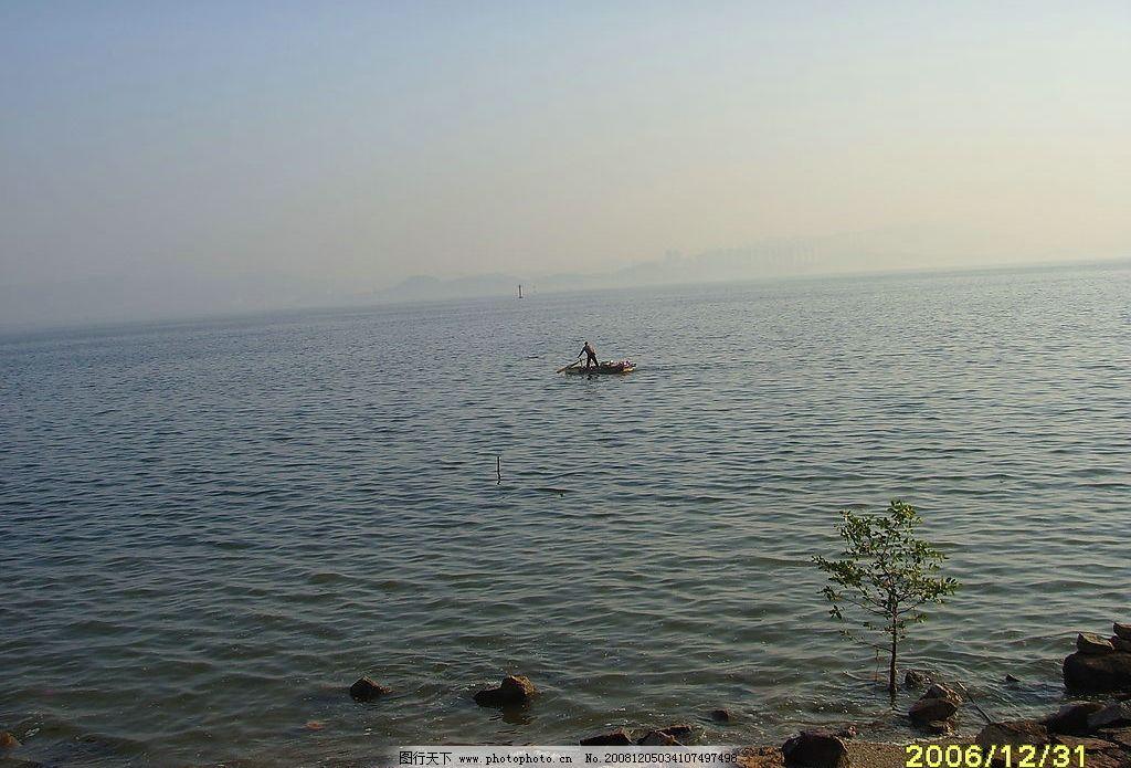 海边 景色 船 游船 大海 河堤 天空 风景 旅游摄影 自然风景