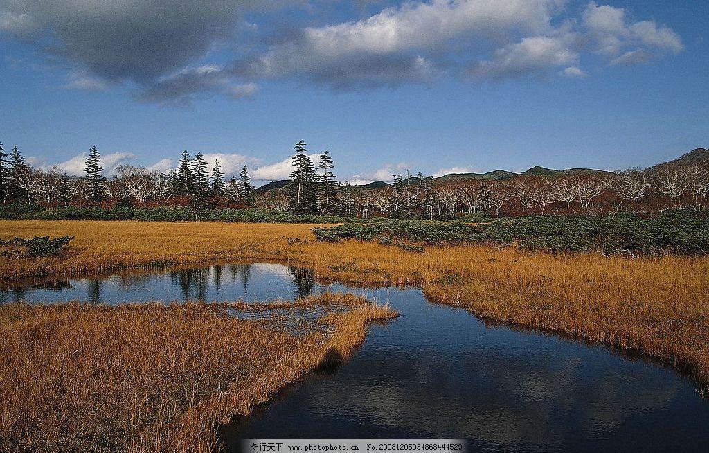 自然风光图片 自然景观 自然风景 蓝天 乌云 枯草 小河 溪流 山峦