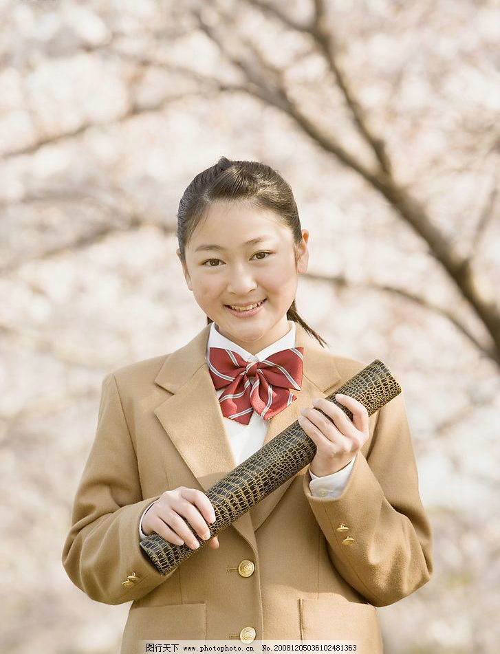 樱花树下的女生 节日 制服 学习 校园 生活 校服 课堂 教室