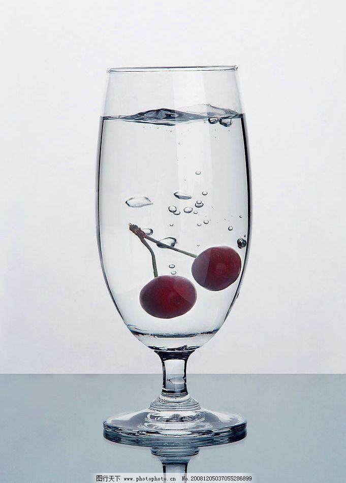 商业玻璃杯子摄影图片