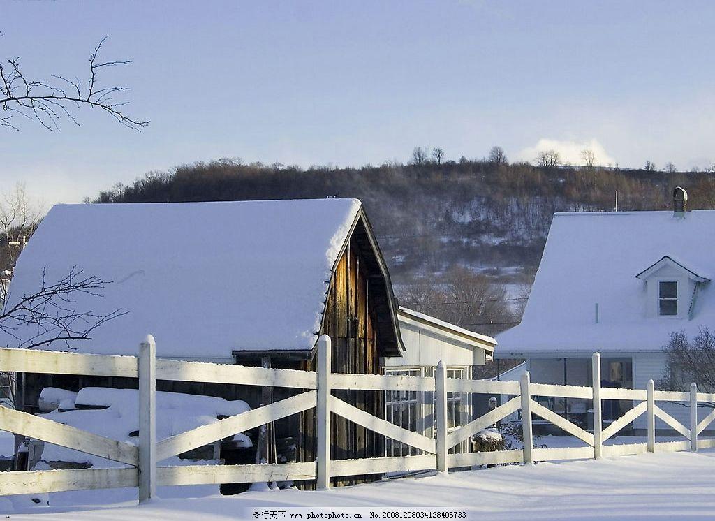 雪中的小木屋图片