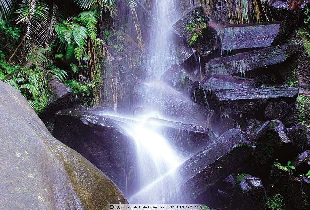 美丽瀑布 小山 石棱 树 自然景观 山水风景 摄影图库
