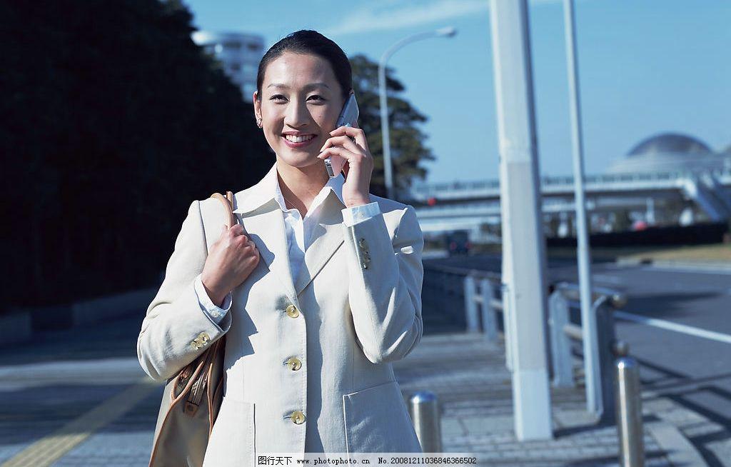 成功女性 女性 打电话 职业女性 大街背景 人物图库 女性女人 摄影