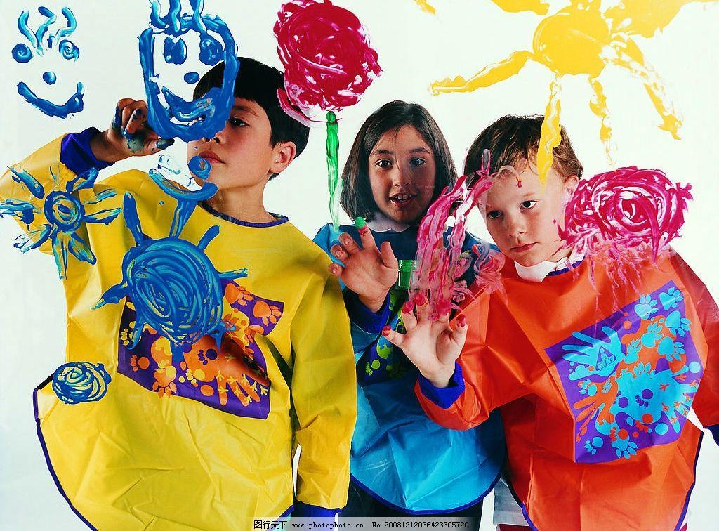 儿童 外国 男孩 女孩 涂鸦 颜料 人物图库 儿童幼儿 摄影图库 72dpi