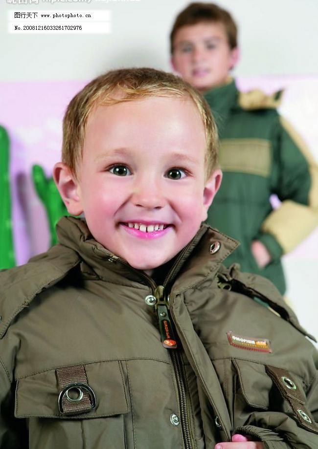 儿童服装 羽绒服 小男孩 外国小模特 新款童装 人物图库 儿童幼儿图片