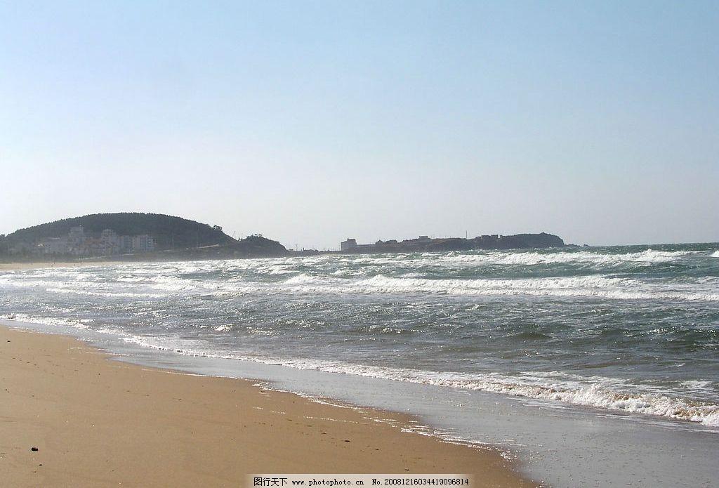沙滩 金色 大海 海浪 碧波 远山 潮涌 景色宜人 自然景观 山水风景