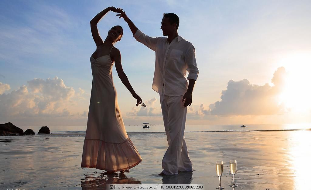 海边的情侣图片图片