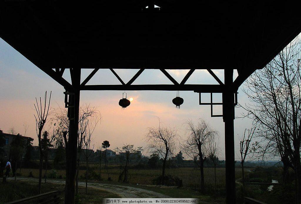 驿站的风景画神庙箱子