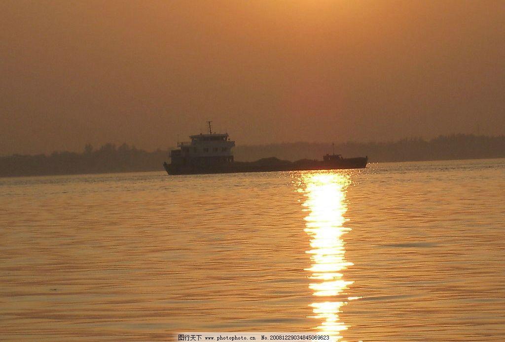 渔舟唱晚 光 海滩 水 渔舟 jpg 阳光 夕阳 人物 划船 其他 图片素材