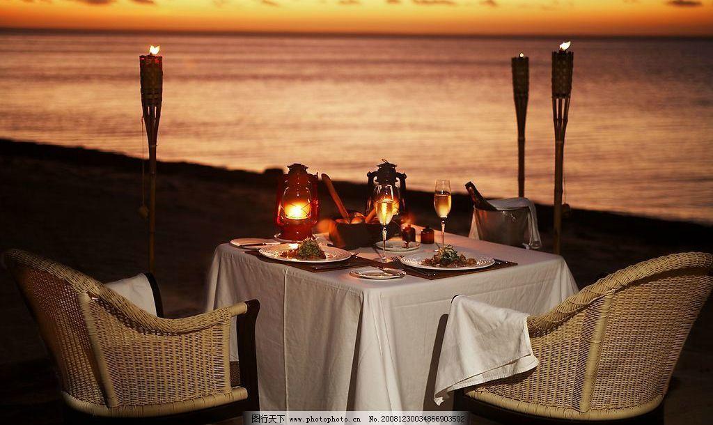 餐桌风情 海边 黄昏 餐桌 烂漫烛光晚餐 自然景观 自然风景 摄影图库